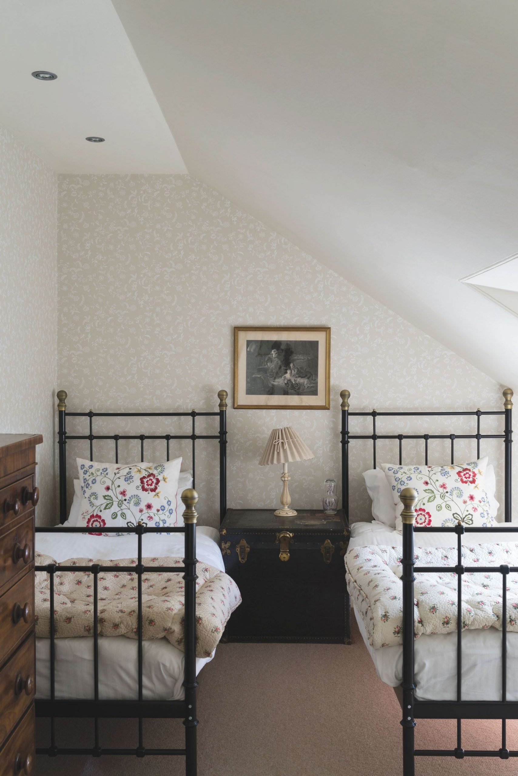 18 Small Bedroom Ideas To Fall In Love With – Small Bedroom within Small Bedroom Decorating Ideas