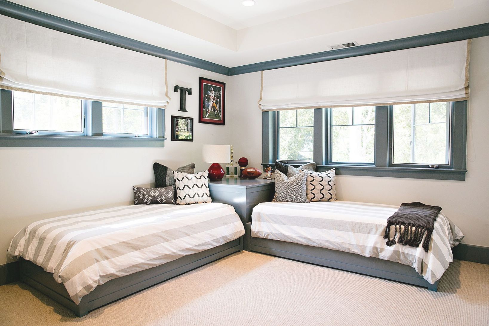 Arrange Small Bedroom Two Twin Beds | Twin Beds For Boys with Awesome Twin Bedroom Decorating Ideas