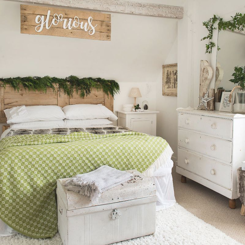 Christmas Bedroom Decorating Ideas That Will Make Your in Cheap Bedroom Decor Ideas