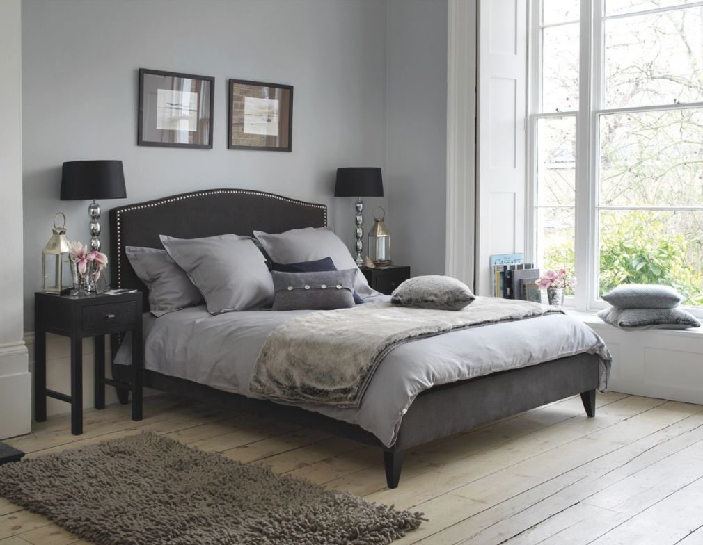 Extraordinary Grey Themed Bedroom Design With Black throughout Black And Grey Bedroom Decorating Ideas