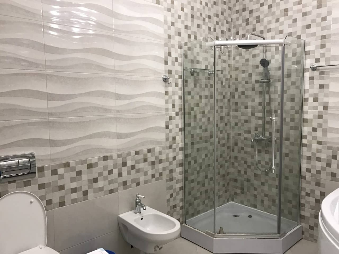Top 15 Common Mistakes during Bathroom Renovations. Textured tile and mosaic