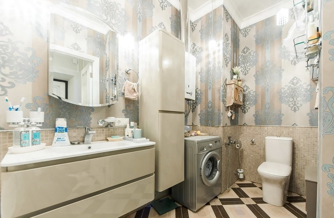 Top 15 Common Mistakes during Bathroom Renovations. Large bathroom full of light and storage
