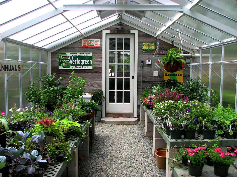 Amazing-Conservatory-Greenhouse-Ideas-04-1-Kindesign