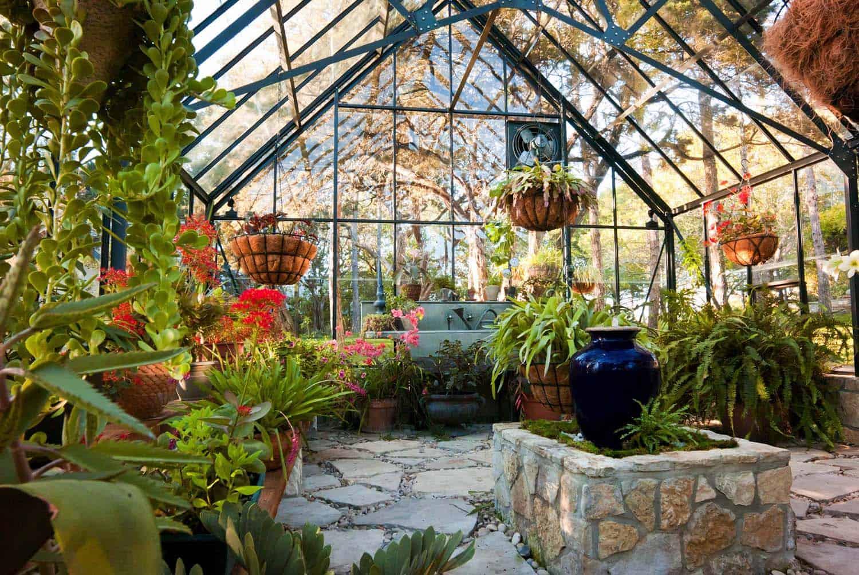 Amazing-Conservatory-Greenhouse-Ideas-07-1-Kindesign