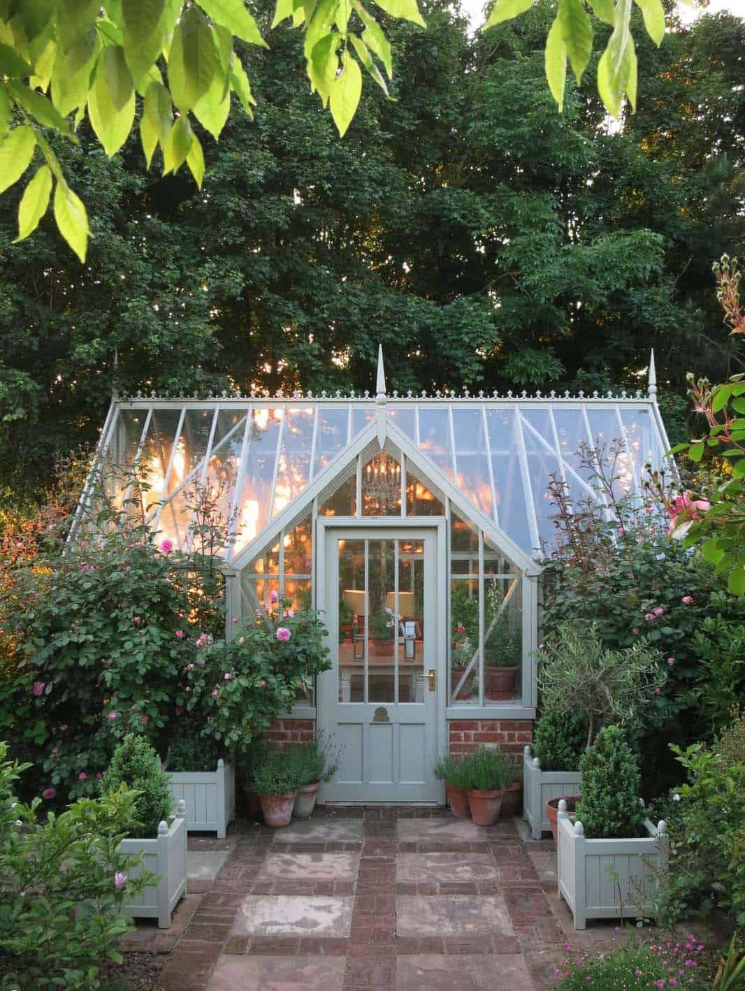 Amazing-Conservatory-Greenhouse-Ideas-11-1-Kindesign