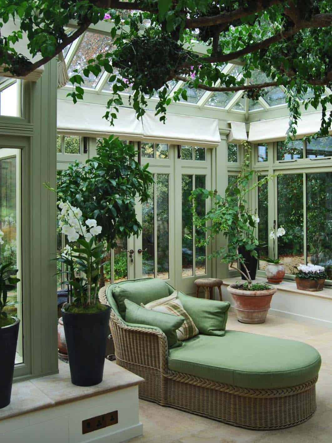 Amazing-Conservatory-Greenhouse-Ideas-13-1-Kindesign