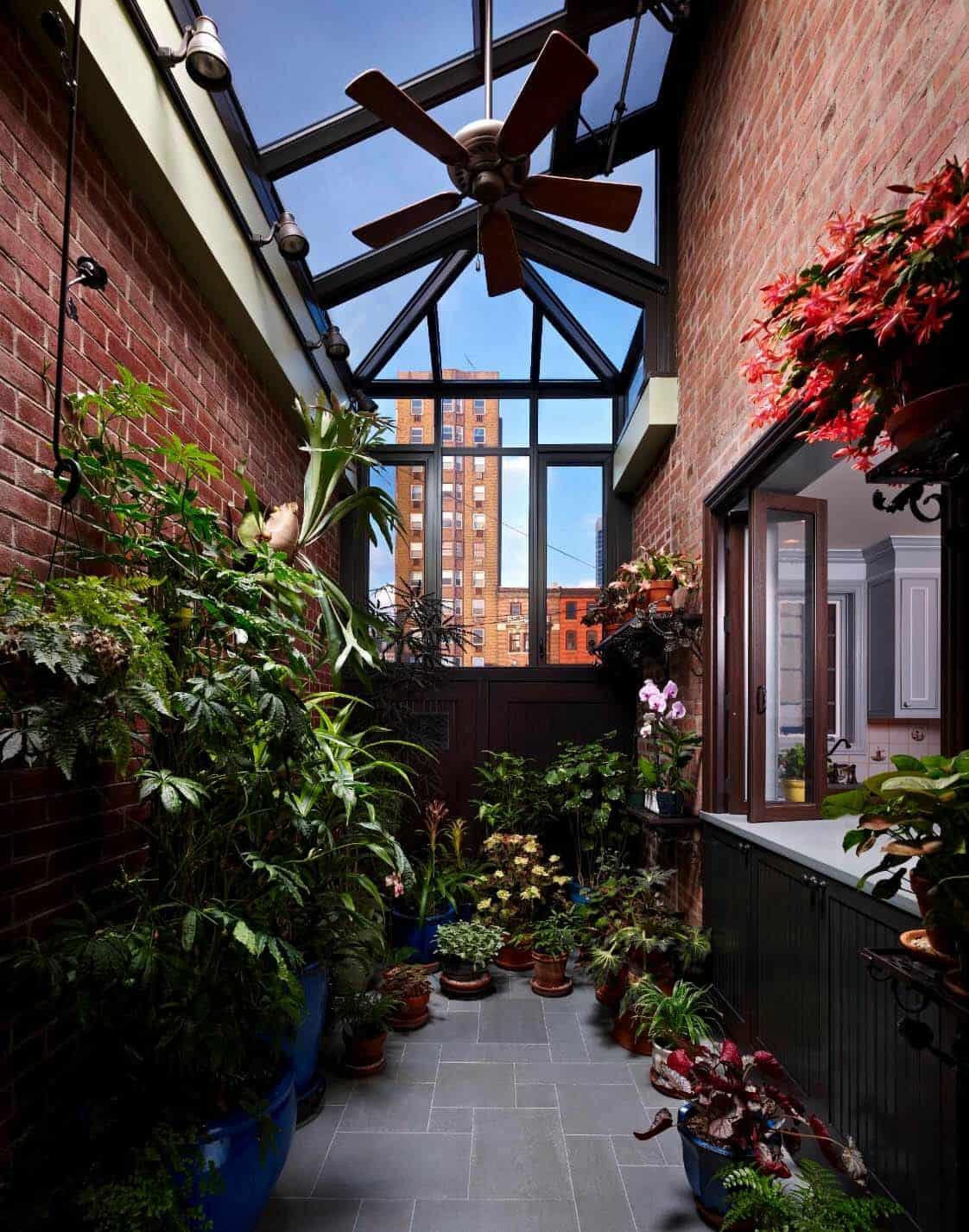Amazing-Conservatory-Greenhouse-Ideas-21-1-Kindesign