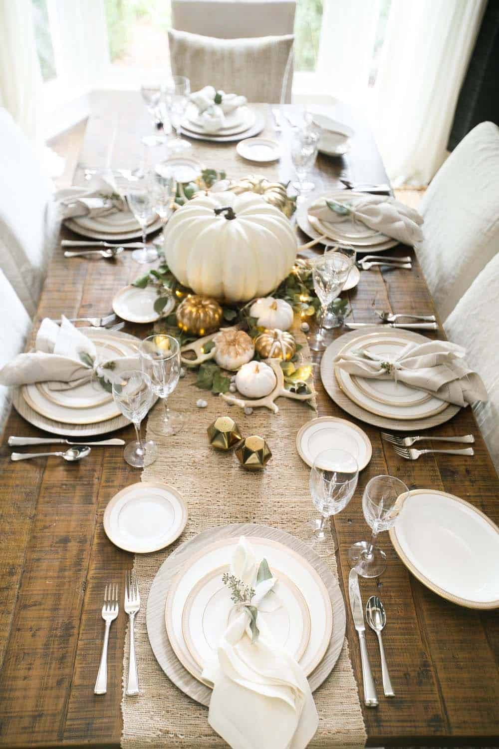 Amazing-Fall-Table-Decor-Ideas-For-Decorating-04-1-Kindesign