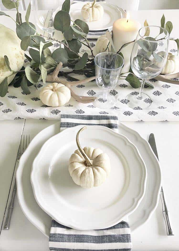 Amazing-Fall-Table-Decor-Ideas-For-Decorating-07-1-Kindesign