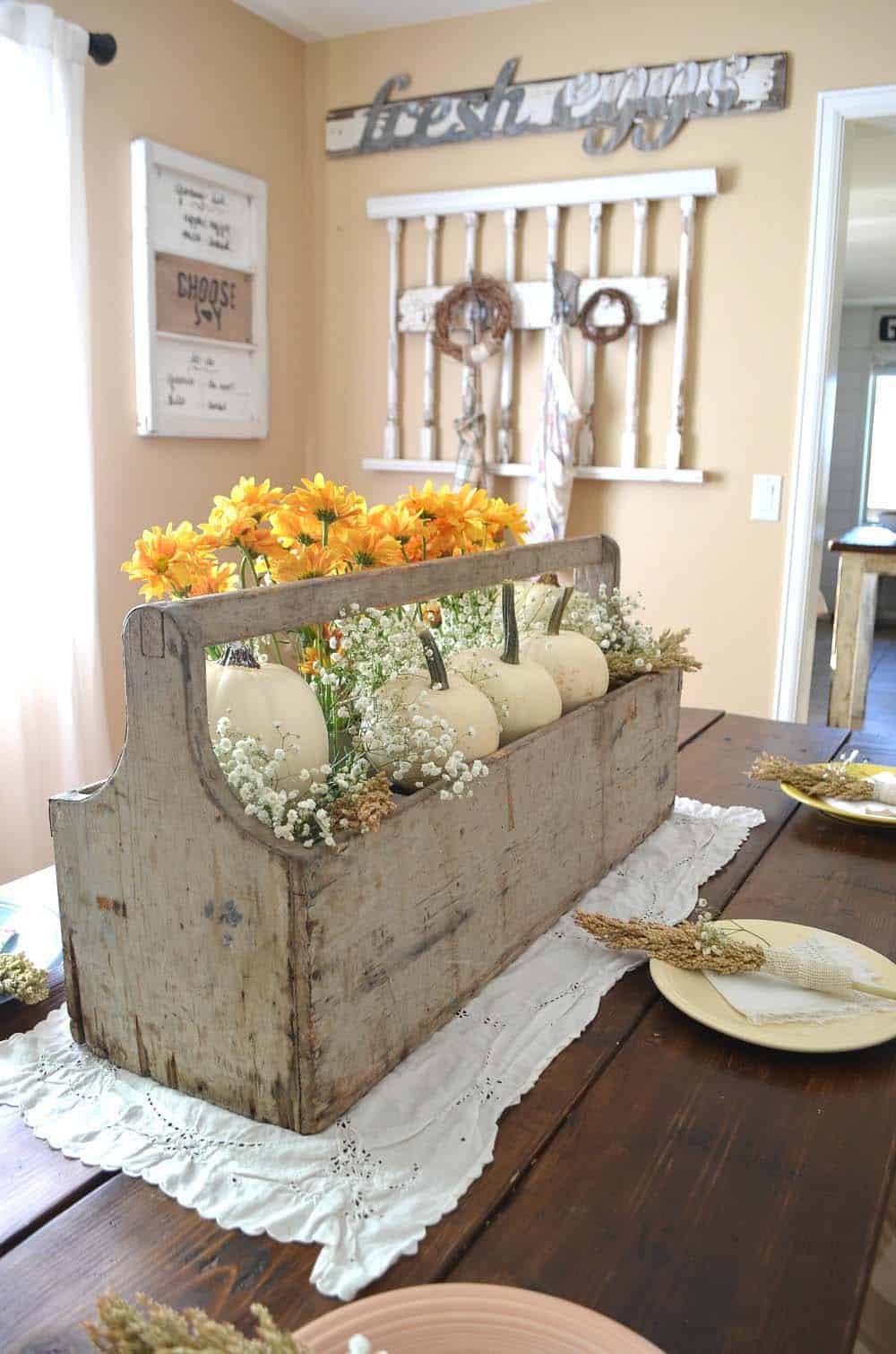 Amazing-Fall-Table-Decor-Ideas-For-Decorating-12-1-Kindesign