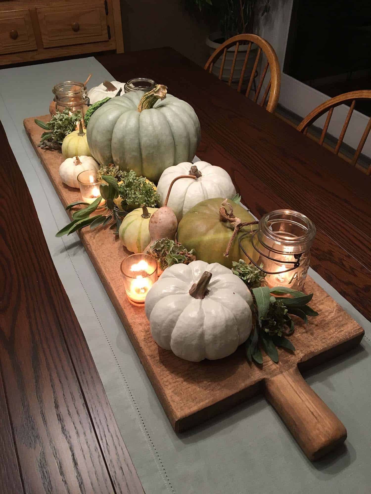 Amazing-Fall-Table-Decor-Ideas-For-Entertaining-24-1-Kindesign