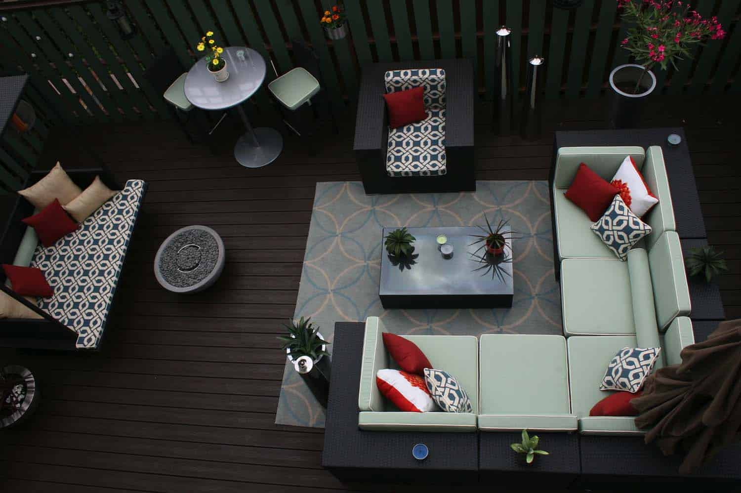Amazing-Outdoor-Deck-Ideas-For-Entertaining-021-1-Kindesign
