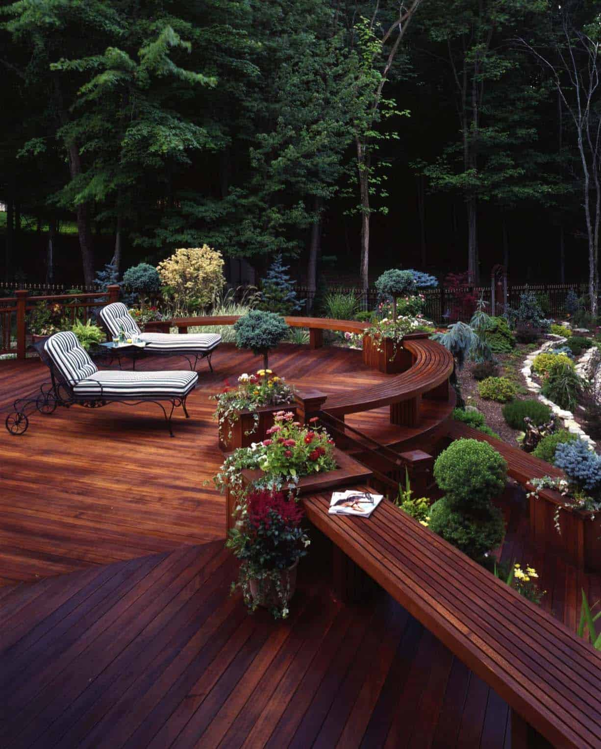 Amazing-Outdoor-Deck-Ideas-For-Entertaining-14-1-Kindesign
