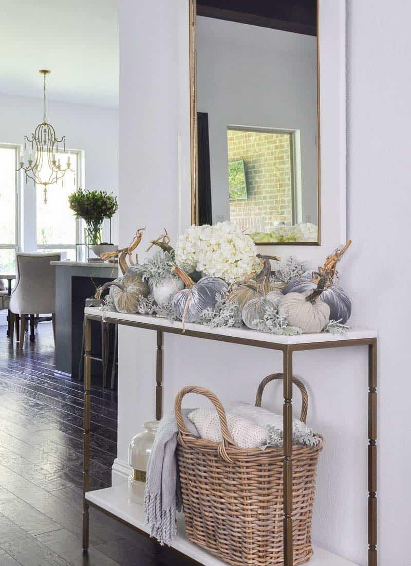 Console-Table-Fall-Decor-Ideas-12-1-Kindesign