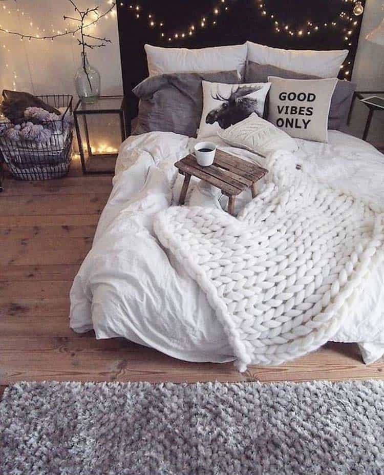 Cozy-Fall-Inspired-Bedrooms-01-1-Kindesign