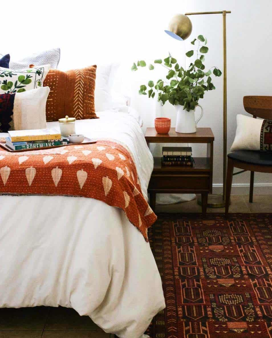 Cozy-Fall-Inspired-Bedrooms-02-1-Kindesign