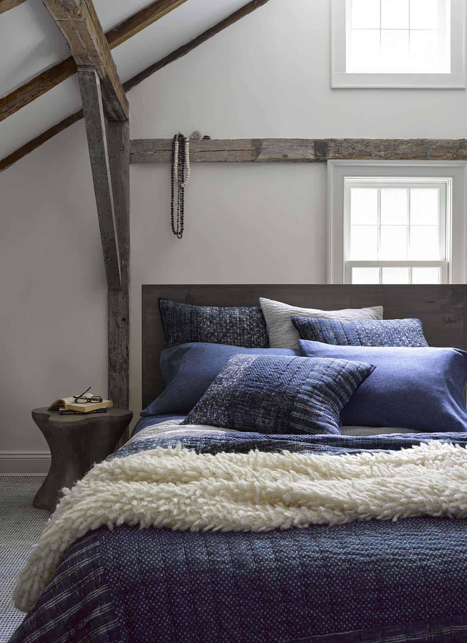 Cozy-Fall-Inspired-Bedrooms-11-1-Kindesign