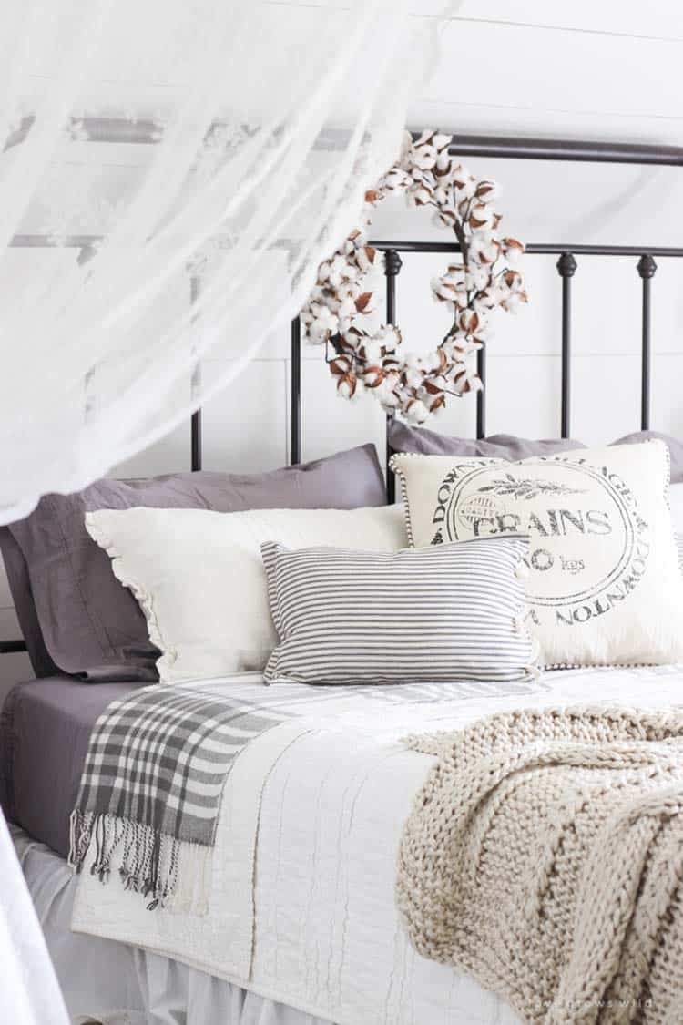 Cozy-Fall-Inspired-Bedrooms-14-1-Kindesign