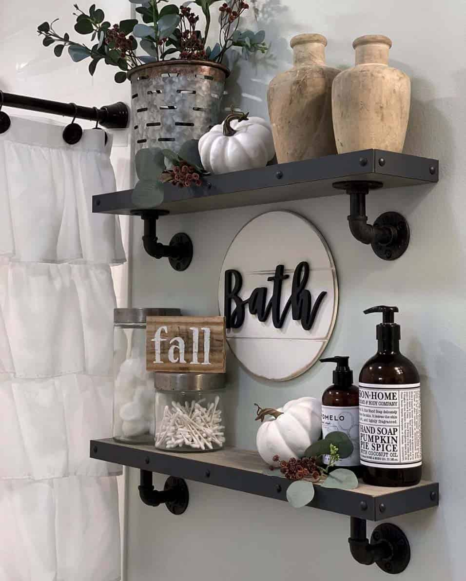 Cozy-Farmhouse-Fall-Decor-Ideas-013-1-Kindesign