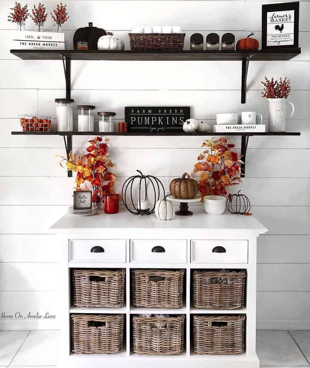 Cozy-Farmhouse-Fall-Decor-Ideas-02-1-Kindesign