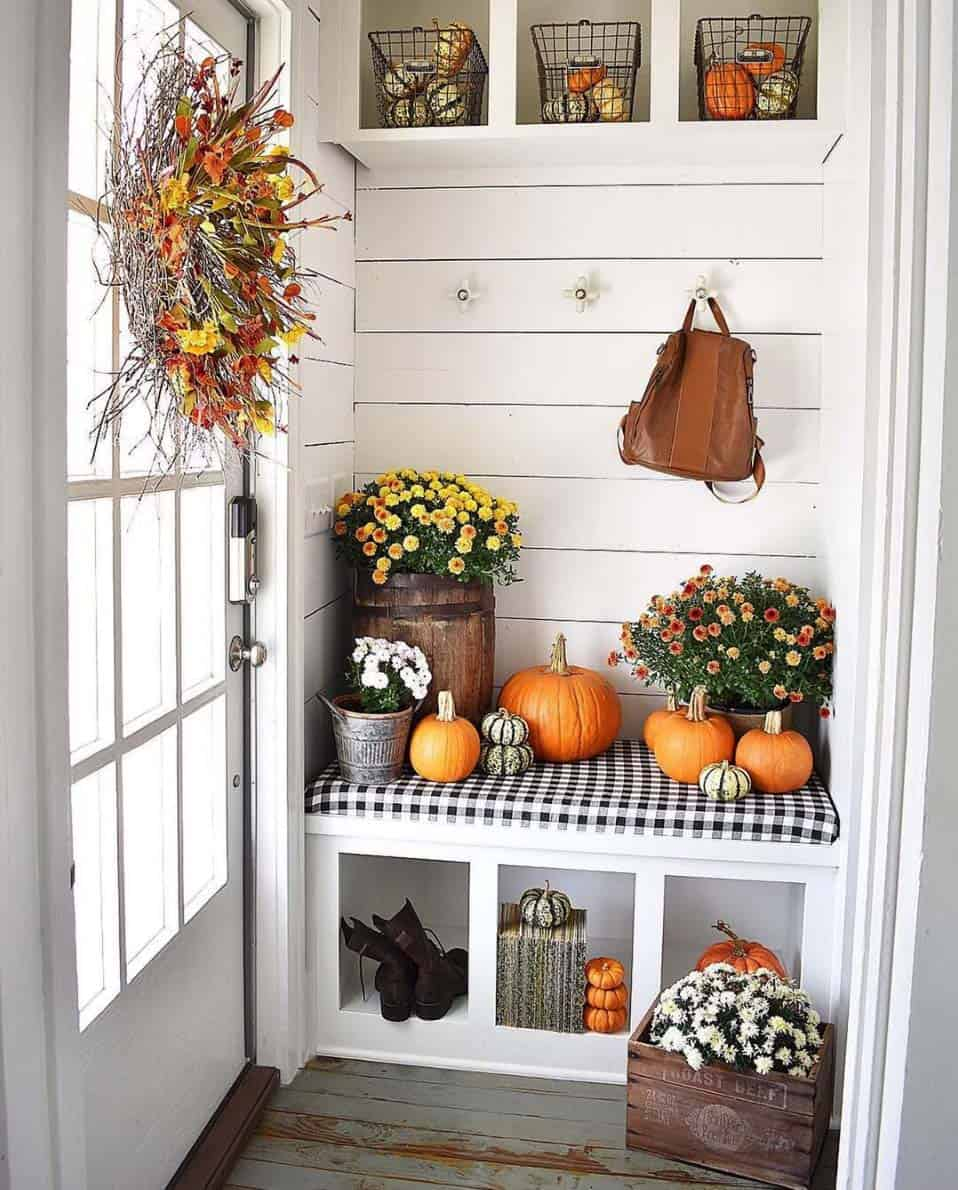Cozy-Farmhouse-Fall-Decor-Ideas-03-1-Kindesign