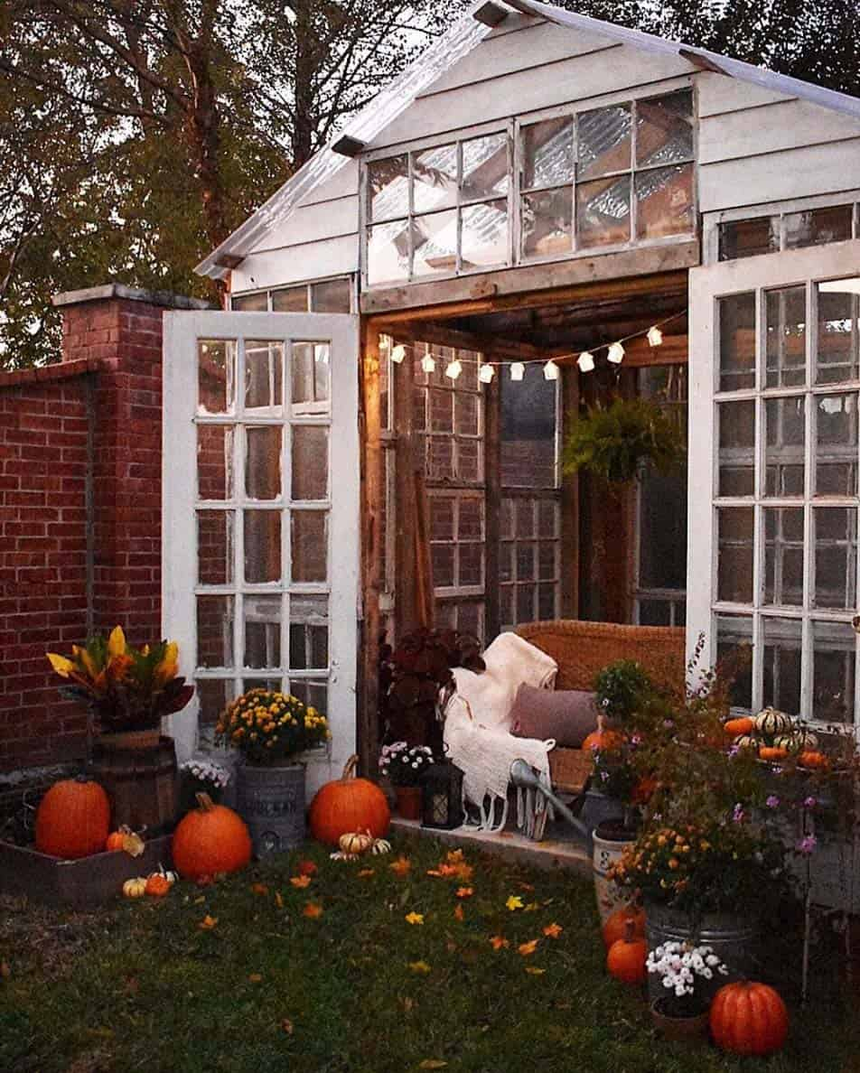 Cozy-Farmhouse-Fall-Decor-Ideas-06-1-Kindesign