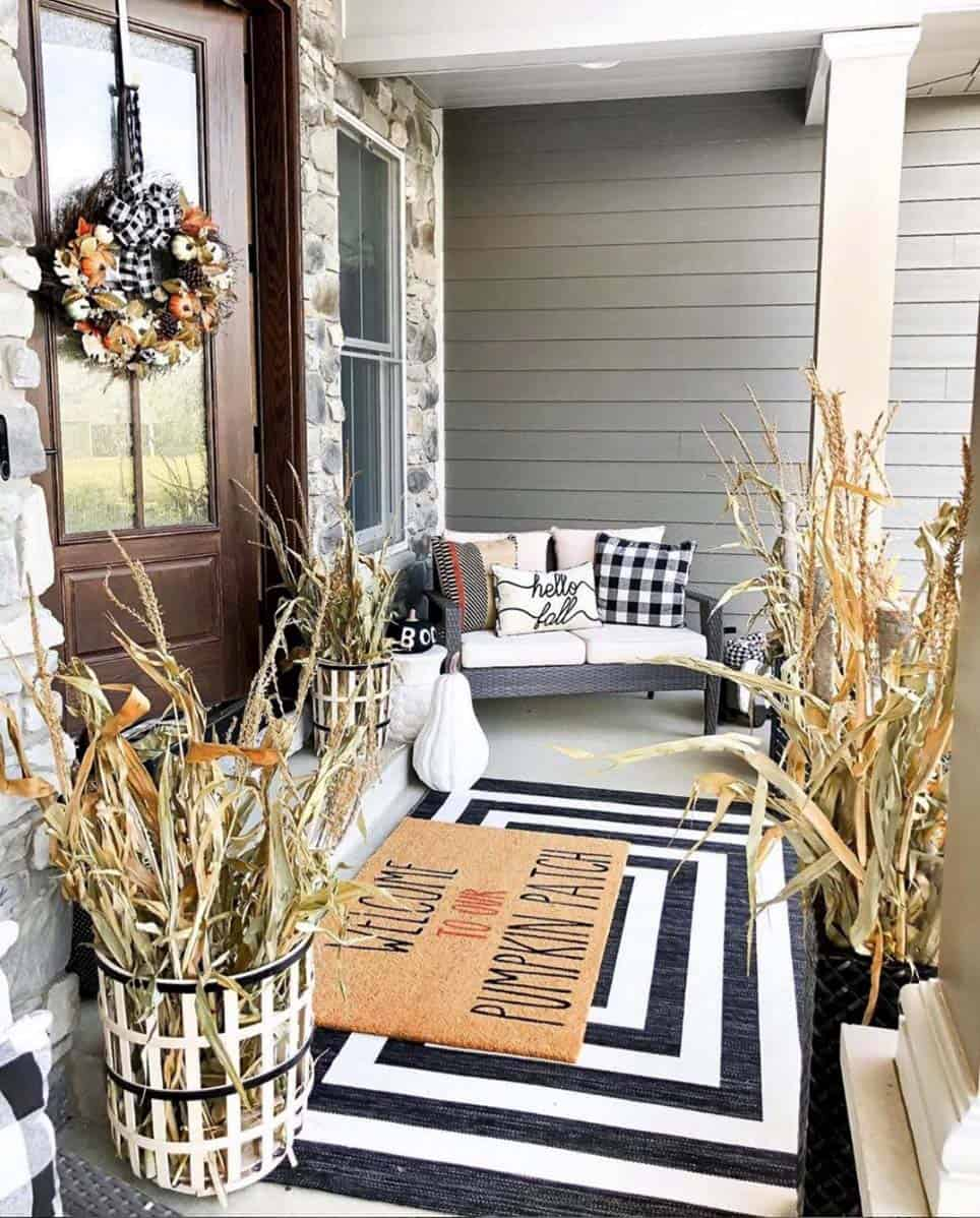 Cozy-Farmhouse-Fall-Decor-Ideas-08-1-Kindesign