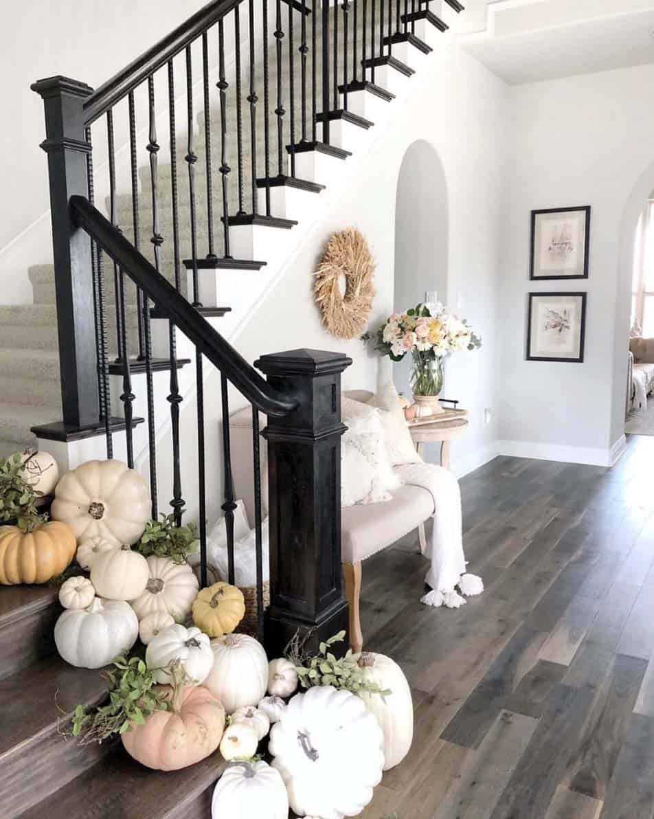 Cozy-Farmhouse-Fall-Decor-Ideas-20-1-Kindesign