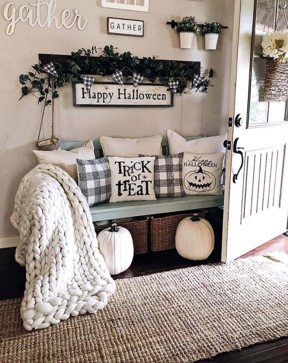 Cozy-Farmhouse-Fall-Decor-Ideas-21-1-Kindesign