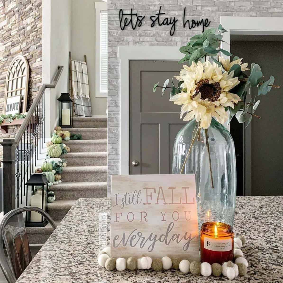 Cozy-Farmhouse-Fall-Decor-Ideas-24-1-Kindesign