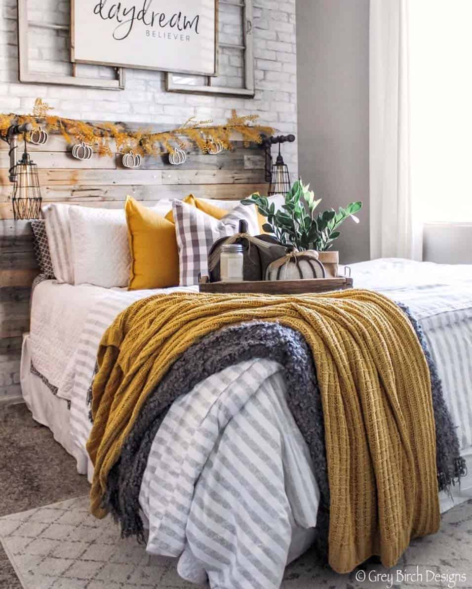 Cozy-Farmhouse-Fall-Decor-Ideas-27-1-Kindesign