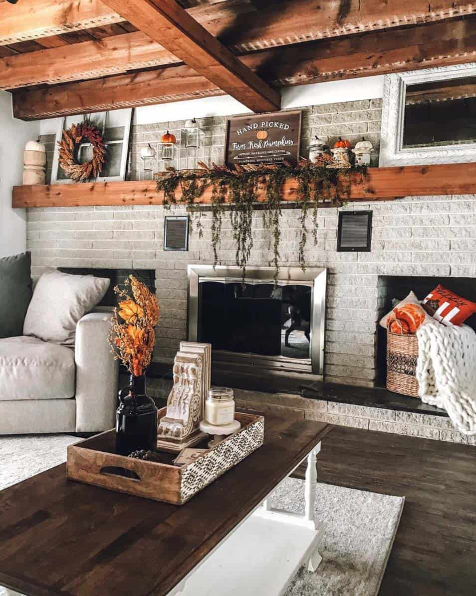Cozy-Farmhouse-Fall-Decor-Ideas-30-1-Kindesign