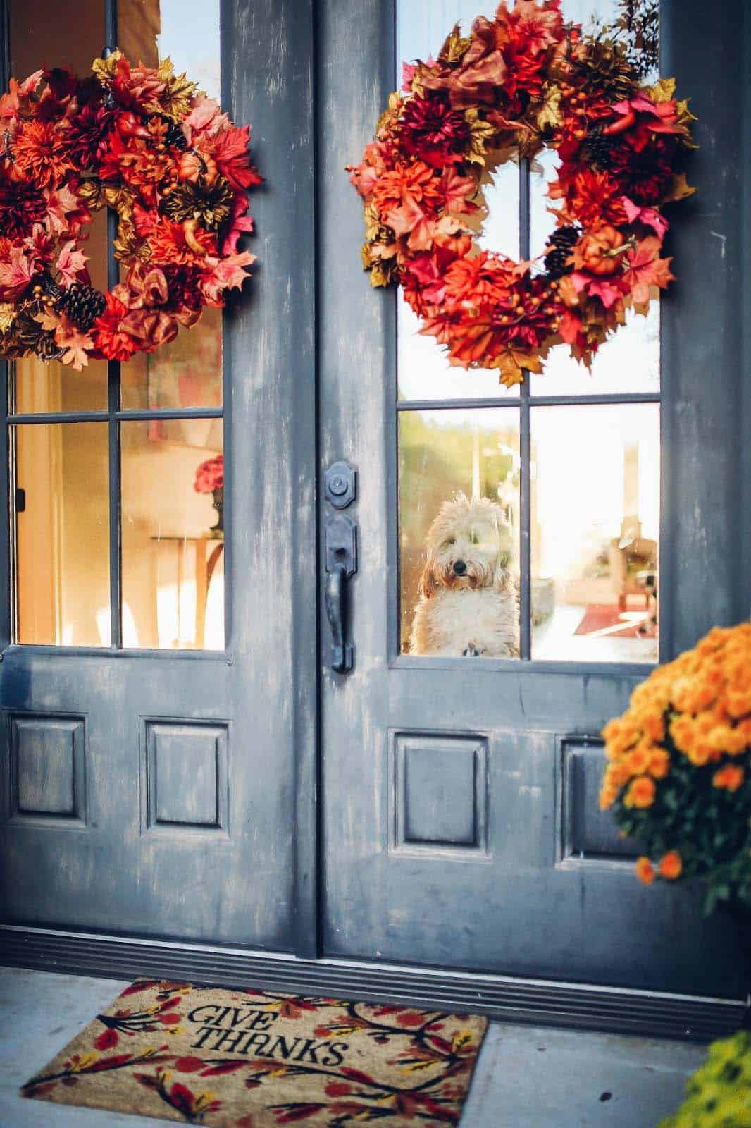 Fall-Front-Door-Decorating-Ideas-09-1-Kindesign