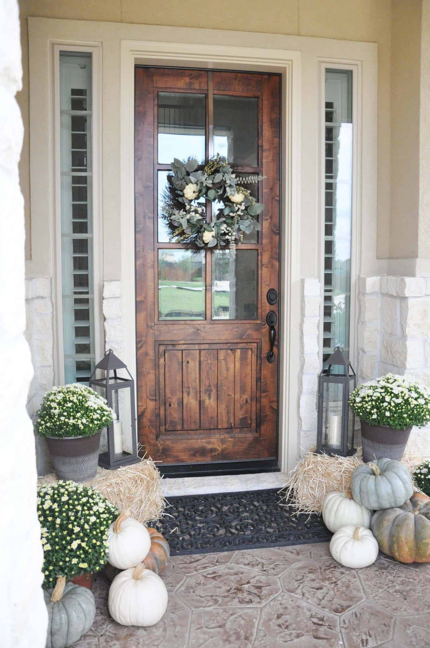 Fall-Front-Door-Decorating-Ideas-23-1-Kindesign