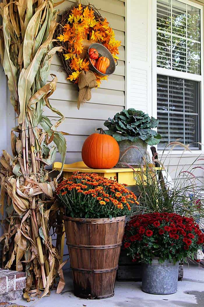 Fall-Front-Door-Decorating-Ideas-25-1-Kindesign