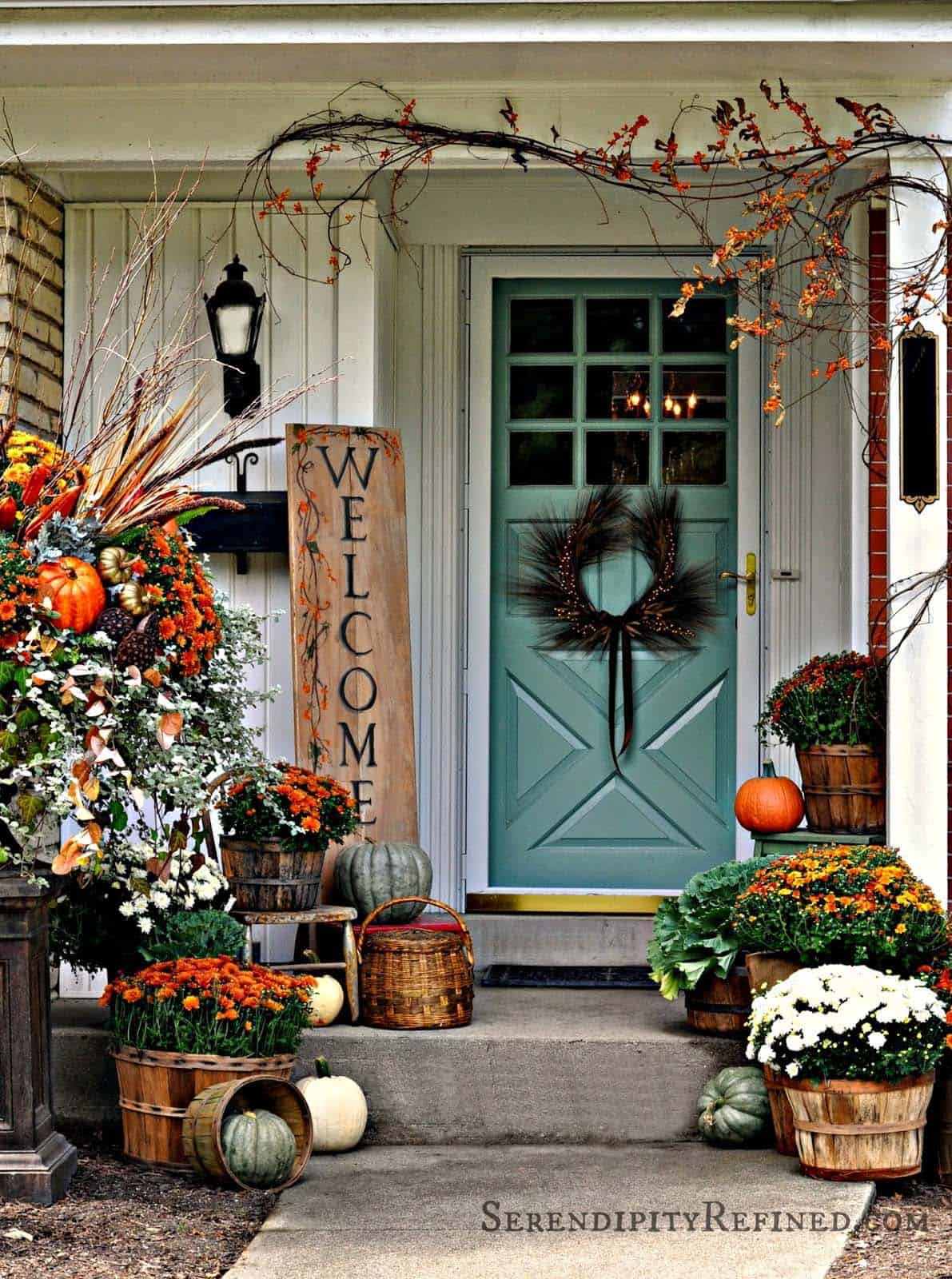 Fall-Front-Door-Decorating-Ideas-32-1-Kindesign