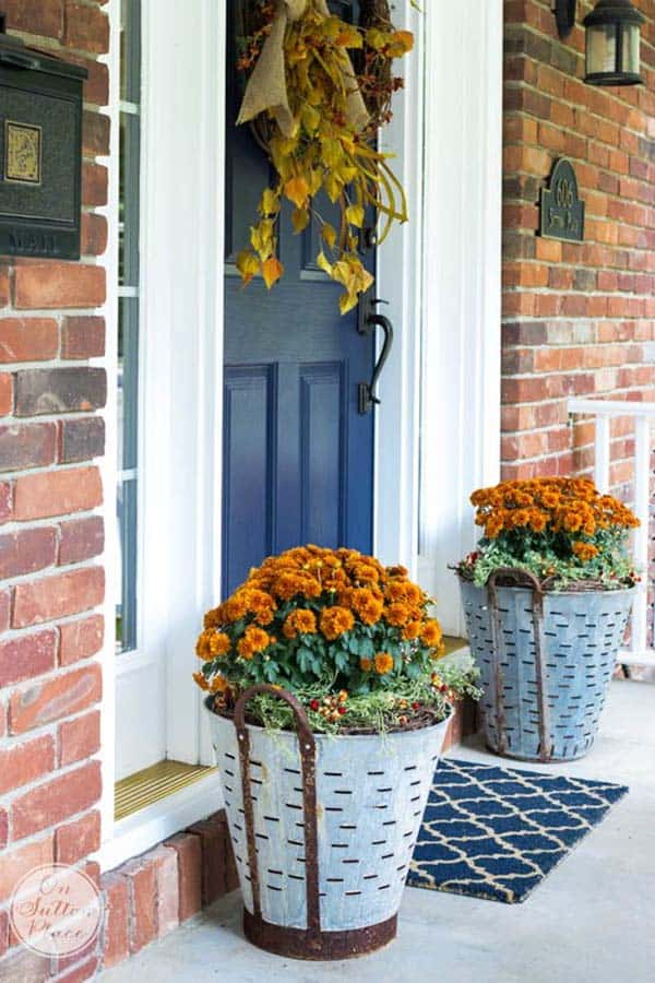 Fall-Front-Door-Decorating-Ideas-39-1-Kindesign