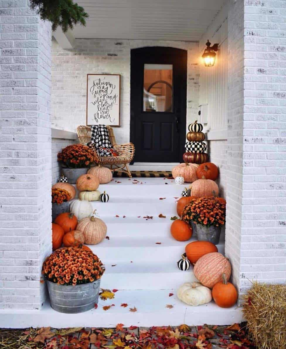 Front-Porch-Decorating-Ideas-For-Fall-01-1-Kindesign