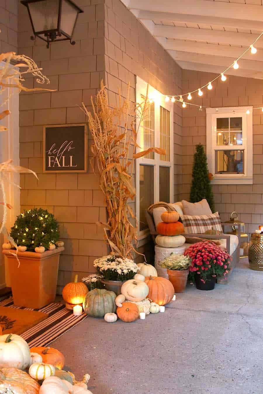 Front-Porch-Decorating-Ideas-For-Fall-02-1-Kindesign