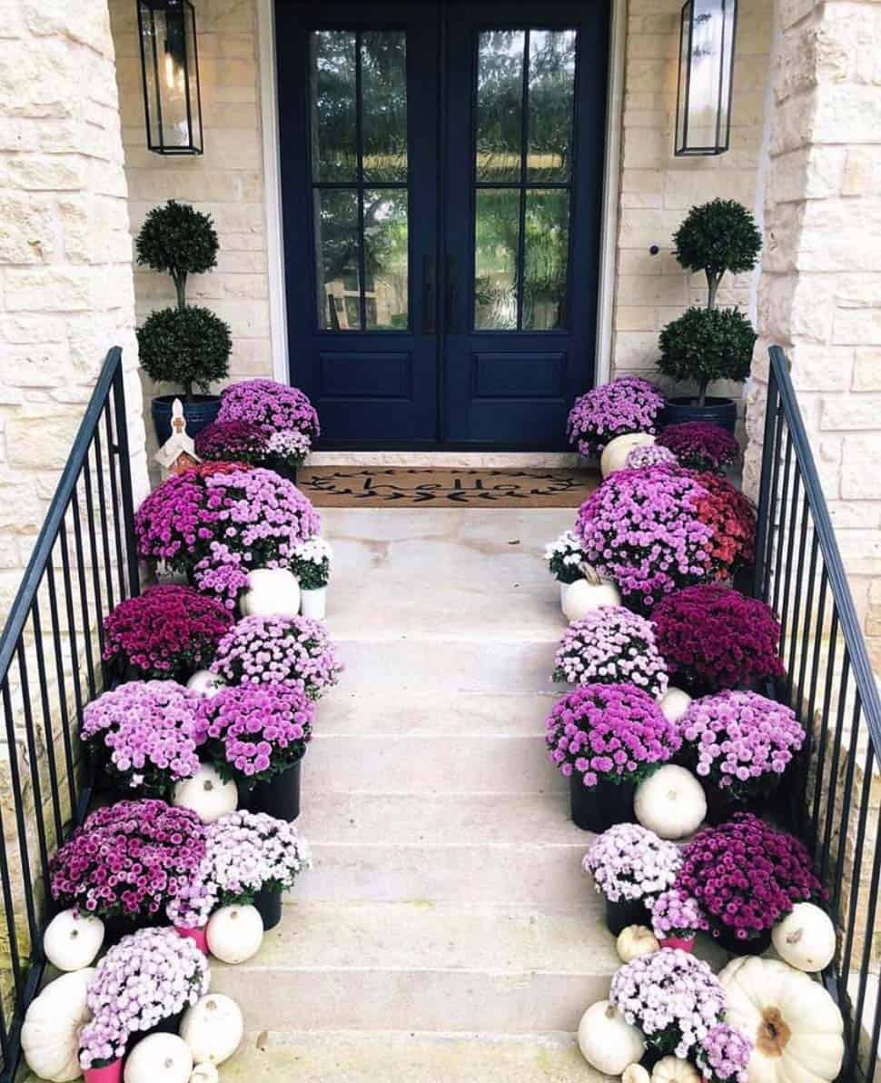 Front-Porch-Decorating-Ideas-For-Fall-04-1-Kindesign