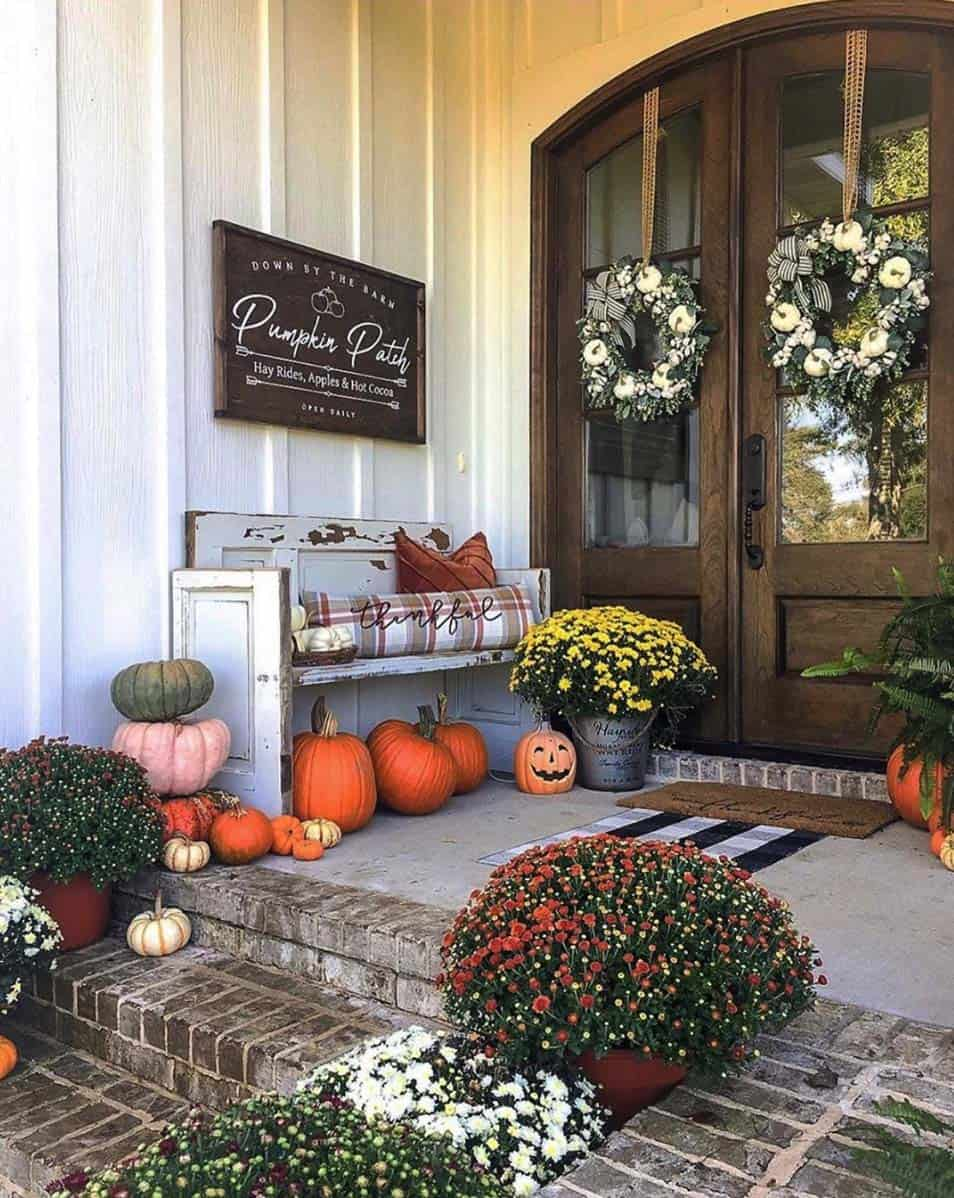 Front-Porch-Decorating-Ideas-For-Fall-05-1-Kindesign