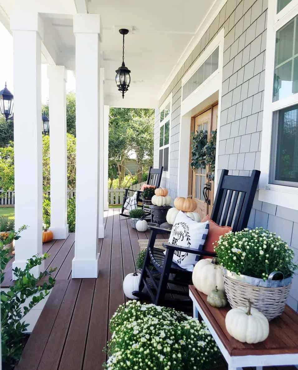 Front-Porch-Decorating-Ideas-For-Fall-06-1-Kindesign