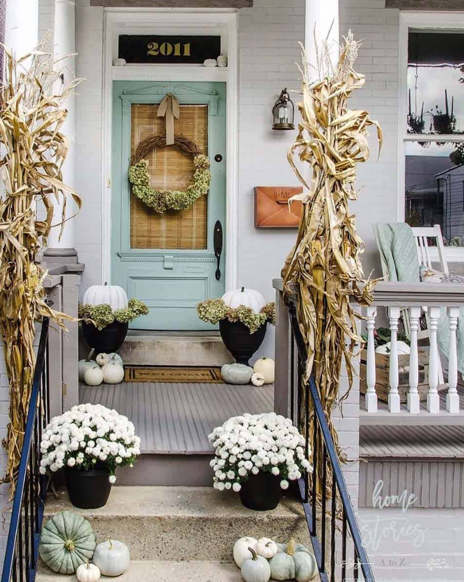 Front-Porch-Decorating-Ideas-For-Fall-07-1-Kindesign