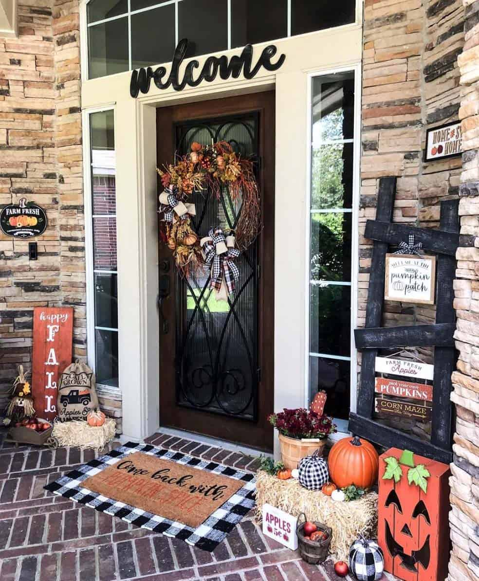 Front-Porch-Decorating-Ideas-For-Fall-08-1-Kindesign