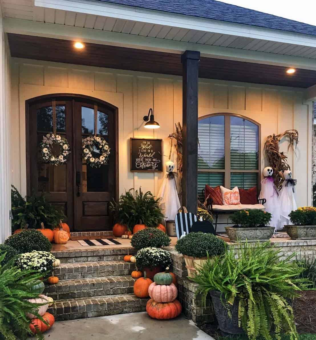 Front-Porch-Decorating-Ideas-For-Fall-10-1-Kindesign