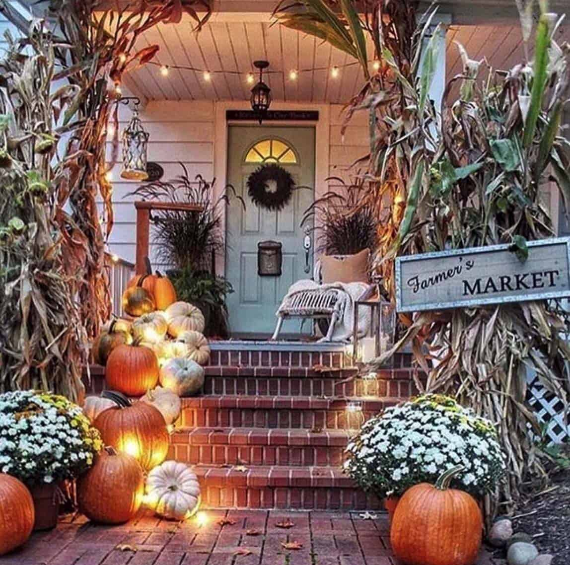 Front-Porch-Decorating-Ideas-For-Fall-11-1-Kindesign
