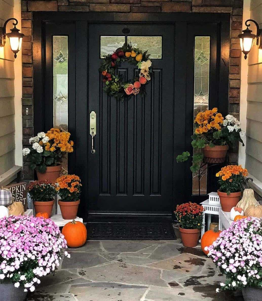 Front-Porch-Decorating-Ideas-For-Fall-12-1-Kindesign