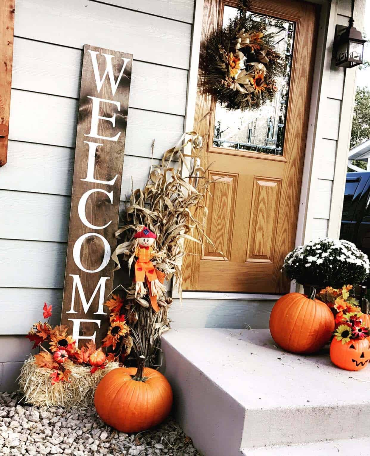 Front-Porch-Decorating-Ideas-For-Fall-14-1-Kindesign