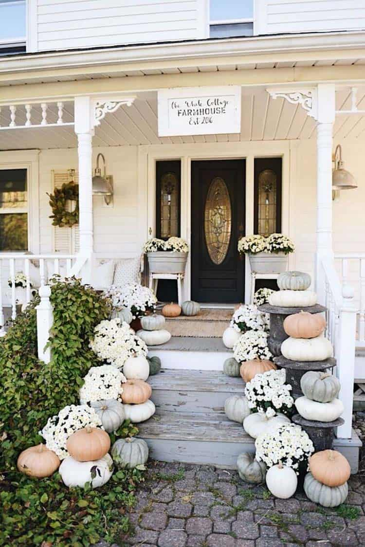 Front-Porch-Decorating-Ideas-For-Fall-15-1-Kindesign