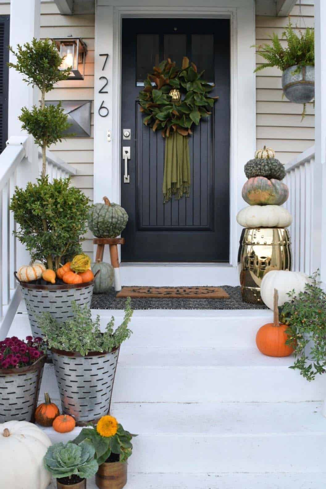 Front-Porch-Decorating-Ideas-For-Fall-16-1-Kindesign
